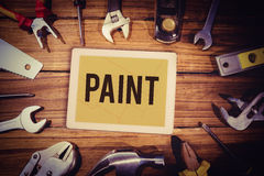 反对显示图纸的片剂的油漆 库存图片