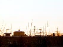 反对晚上天空的水塔 库存照片