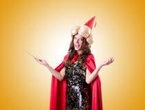 反对梯度的女性魔术师 免版税图库摄影