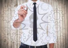 反对模糊的木盘区的商人中间部分文字电灯泡和嵌齿轮乱画 库存图片