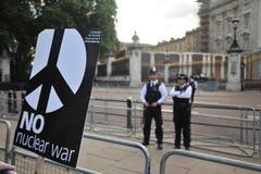 反对王牌的抗议者在他的参观在2019年6月的英国 免版税库存照片