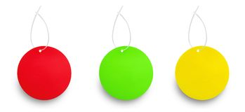 反对白色的两种颜色的垂悬的标记 免版税库存图片