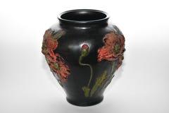 反对白色背景的古色古香的花瓶 免版税库存照片