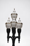反对白色背景的美丽的华丽街灯 免版税库存图片