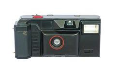 反对白色背景的老紧凑葡萄酒照相机。 库存图片