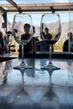 反对窗口和山的二块玻璃 图库摄影
