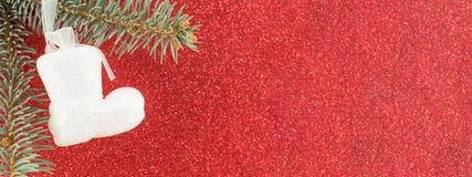 反对红色发光的背景的圣诞节装饰 免版税图库摄影