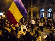 反对罗希亚蒙塔讷的罗马尼亚抗议者人群 免版税图库摄影