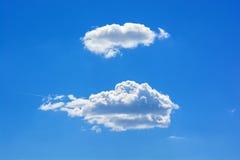反对蓝天的两朵白色云彩 图库摄影