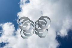 反对蓝天的光学玻璃 免版税图库摄影
