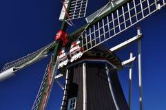 反对蓝天的典型的荷兰风车细节,荷兰 库存照片