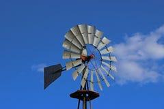 反对蓝天的古板的风车 库存图片