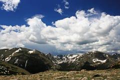 反对蓝天的奥蒂斯峰顶在落矶山脉 免版税库存图片