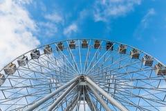 反对蓝天的弗累斯大转轮作为背景 库存图片