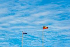 反对蓝天的澳大利亚和原史旗子在backgrou 图库摄影