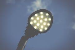 反对蓝天的现代街灯 免版税库存照片