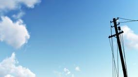 反对蓝天的电子杆剪影 免版税图库摄影
