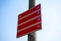 反对蓝天的空白的路标 库存图片