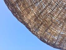 反对蓝天的遮阳伞与拷贝空间 免版税库存照片