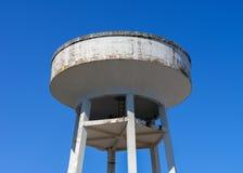 反对蓝天的水塔 免版税库存照片