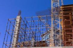 反对蓝天的建造场所与云彩 库存照片