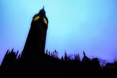 反对蓝色早晨天空的大本钟 库存图片