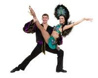 反对被隔绝的白色背景的吉普赛佛拉明柯舞曲舞蹈家夫妇跳舞 免版税库存照片