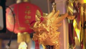 反对金发光的丝带和灯笼的中国龙形象 影视素材