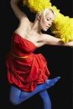 反对黑背景的妇女跳舞 免版税库存图片