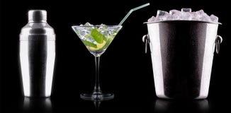 反对黑色的鸡尾酒搅拌器 免版税库存图片