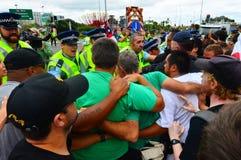 反对TPPA的数千抗议在中央奥克兰新西兰 免版税图库摄影