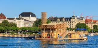 反射亭子在湖苏黎世的在瑞士 免版税库存照片