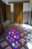 反射光El巴伊亚宫殿五颜六色的比赛在马拉喀什 免版税库存图片