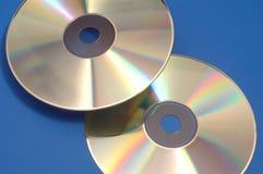 反射和蓝色背景CD, DVD 免版税库存图片