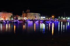 反射在旧港口St Raphael 341的光 库存照片