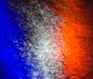 反射在水的法国旗子 免版税库存图片