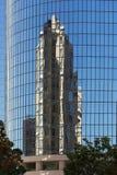 反射在现代大厦窗口里  库存照片