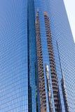反射在现代大厦窗口里  免版税库存照片