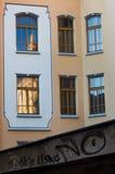 反射在窗口和街道画里 免版税图库摄影