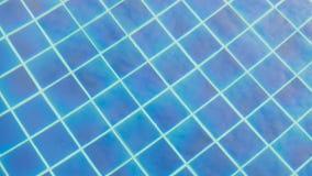 反射在蓝色清楚的水中 影视素材