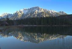反射在高山湖 免版税库存照片