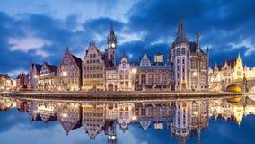 反射在水,比利时中的跟特地平线 影视素材