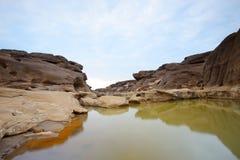 反射岩石风景在3000Bok的 免版税图库摄影