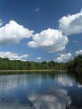 反射性2朵的云彩 图库摄影