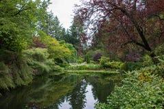 反射池塘, Butchart庭院,维多利亚, BC 免版税库存照片
