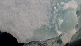 反射鼻子破冰船和浮动冰川 股票视频