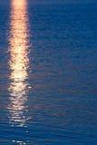 反射-海在期间sunrize,不用太阳 免版税图库摄影
