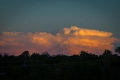 反射从西部的云彩日落 库存图片