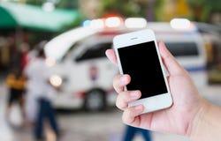 反应一次紧急呼叫的救护车 免版税库存图片