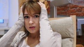 反应对由妇女的失败,在家起反应对损失 免版税图库摄影
